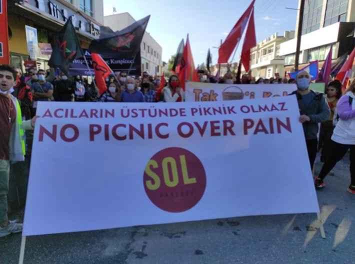 Διαμαρτυρίες Τουρκοκυπρίων για το προκλητικό πικνίκ Ερντογάν στην Αμμόχωστο (Φωτογραφίες)