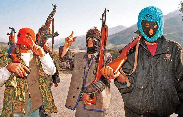 Αλβανία: Αμνηστία σε όσους έκλεψαν όπλα από τις αποθήκες του στρατού το 1997