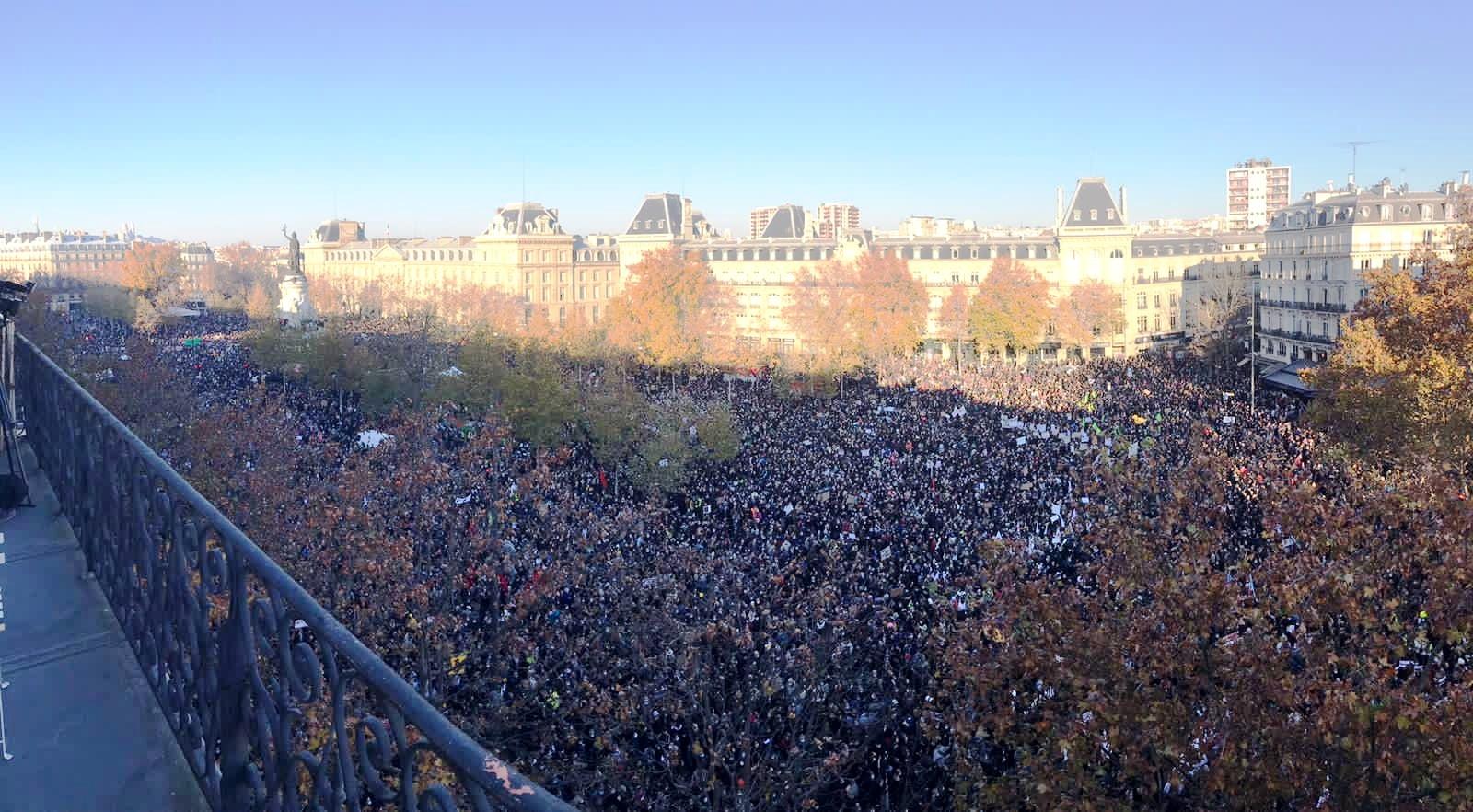 Υπερσυνωστισμός στο Παρίσι. Χιλιάδες άτομα γέμισαν τις πλατείες κατά του νόμου Ολοκληρωτικής Ασφάλειας.