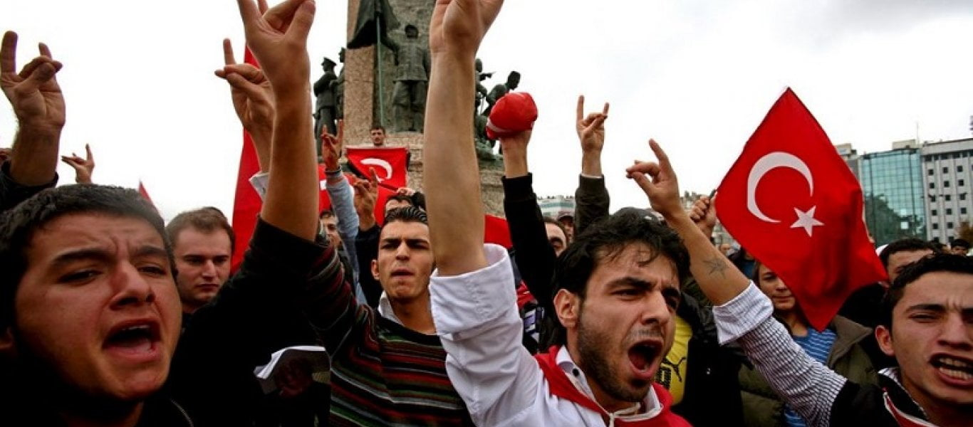 «Ποιοι είναι οι Γκρίζοι Λύκοι, η τουρκική εξτρεμιστική ομάδα που διαλύεται στη Γαλλία»