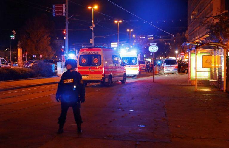 Επίθεση στη Βιέννη: «Δεν το βάζουμε κάτω», λένε οι ηγέτες του κόσμου