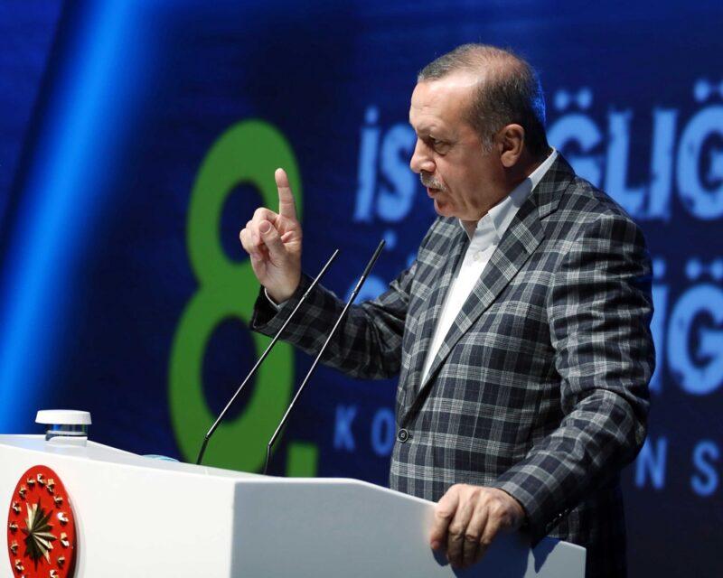 Ο Ερντογάν αναβάθμισε τούρκο αξιωματικό ο οποίος είχε διαρρεύσει μυστικά έγγραφα του ΝΑΤΟ εκβιάζοντας ξένους αξιωματούχους με ροζ βίντεο