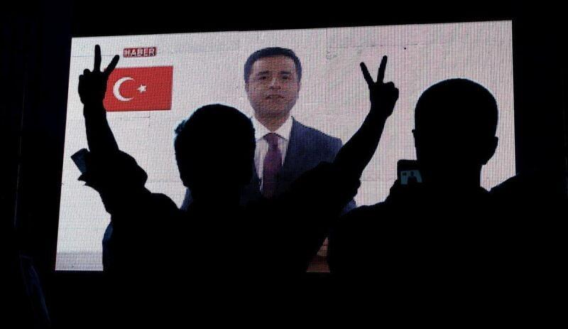 """Πολιτικός ρατσισμός και γενοκτονία των Κούρδων – """"Δεν θα λυγίσουμε"""", λένε οι συμπρόεδροι του HDP"""