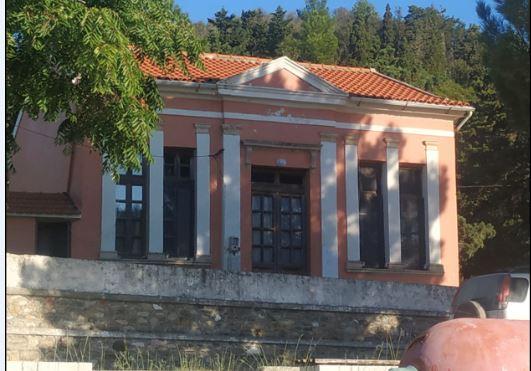 Ερείκουσα: Το Ακριτικό νησάκι με 2 μαθητές