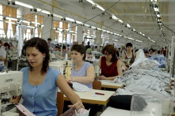 Ρουμανία: Πώς οι χαμηλοί φόροι αύξησαν τους μισθούς και έδιωξαν τις βιομηχανίες ρούχων