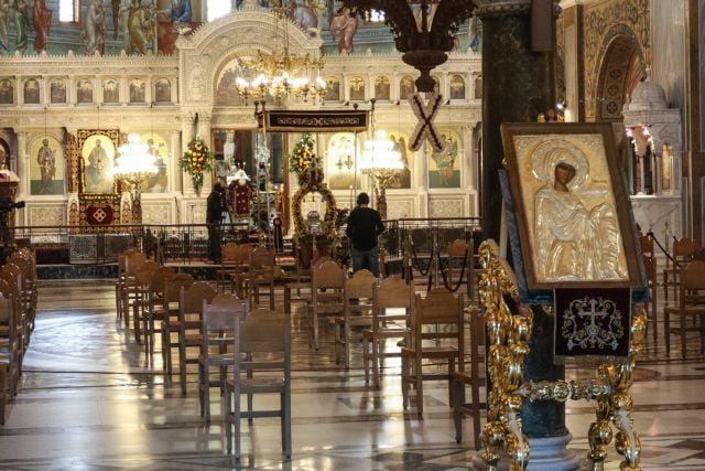Κοροναϊός : Ανοιχτές οι εκκλησίες και την Πρωτοχρονιά – Αλλαγές στο όριο πιστών