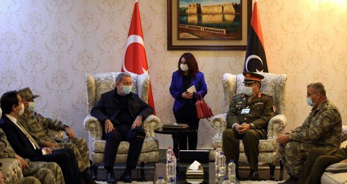 Επίσκεψη Ακάρ στη Λιβύη, με την ηγεσία των τουρκικών ενόπλων δυνάμεων