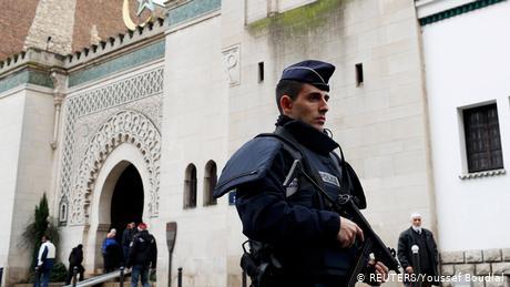 Η Γαλλία τα βάζει με τον ισλαμισμό