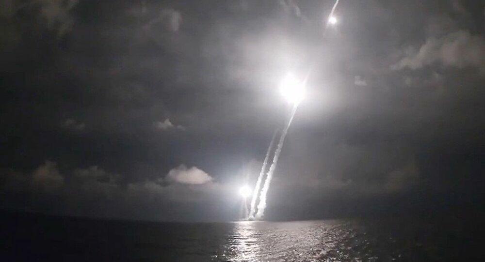 Εκτόξευση βαλλιστικών πυραύλων από ρωσικό πυρηνοκίνητο υποβρύχιο τελευταίας γενιάς – Βίντεο