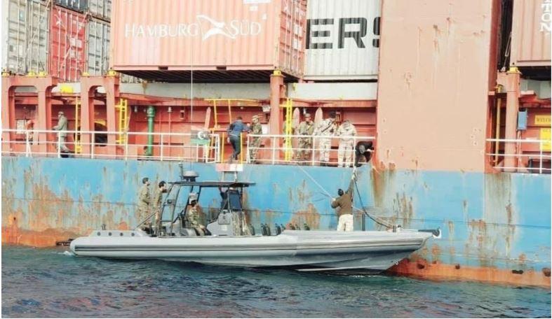 Το πολεμικό ναυτικό του Χαφτάρ κάνει νηοψία σε πλοίο τουρκικών συμφερόντων