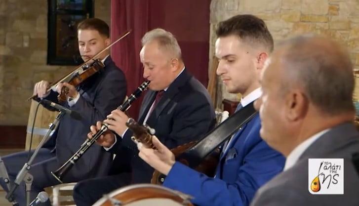 "Tο "" Αλάτι της Γης"" μας ταξιδεύει στην ηπειρωτική μουσική παράδοσή της  Δερόπολης και του Πωγωνίου Βορείου Ηπείρου!"