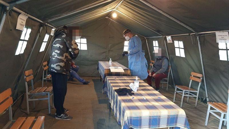 Κορωνοϊός: Άρχισαν τα τυχαιοποιημένα τεστ – Στις επάλξεις ο στρατός (φωτογραφίες)