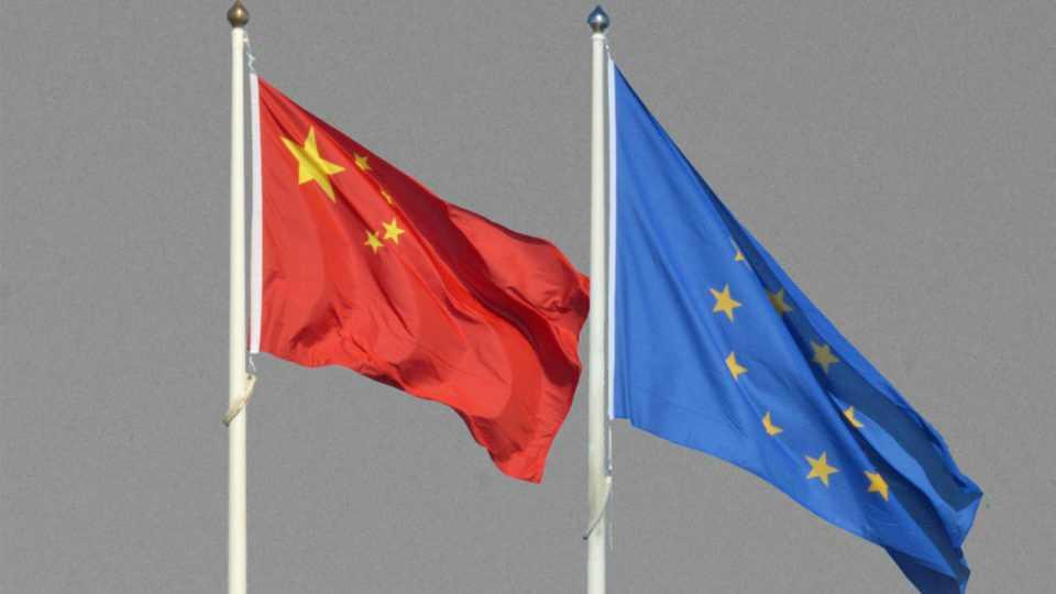 «Λευκός καπνός» έξι χρόνια μετά: Πιθανόν θα ανακοινωθεί μεγάλη επενδυτική συμφωνία ΕΕ-Κίνας – Τι θα αφορά