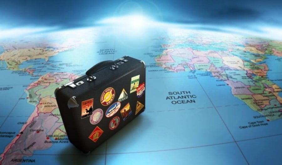 Η πλειοψηφία των Βρετανών επιλέγει Ελλάδα για διακοπές το 2021