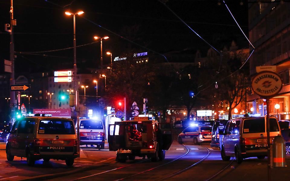 Συνελήφθησαν άλλοι δύο ύποπτοι για την τρομοκρατική επίθεση ισλαμιστών στη Βιέννη
