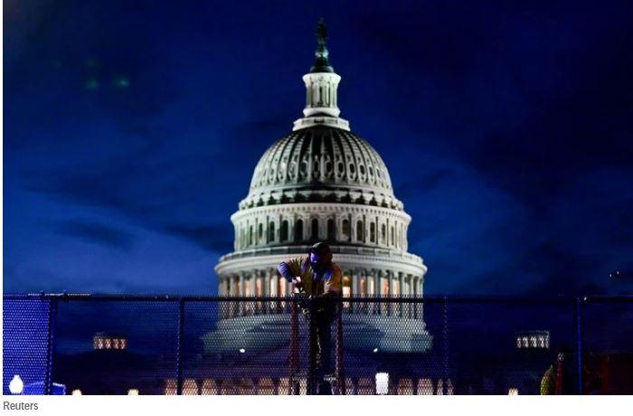 Φυλλορροεί η κυβέρνηση Τραμπ – Εννέα παραιτήσεις