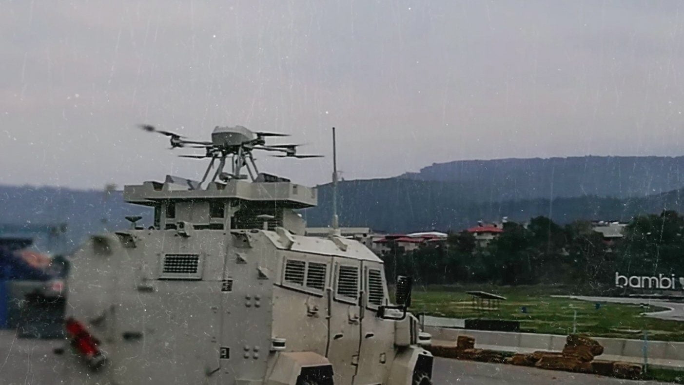 H Toυρκία ανέπτυξε νέο είδος drone ικανό να επιχειρεί συνεργατικά με τεθωρακισμένα οχήματα
