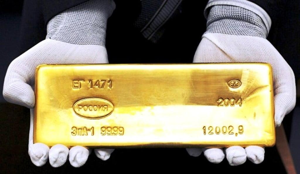Η Μόσχα απαλλάσσεται από τα δολάρια της, επενδύει σε χρυσό.