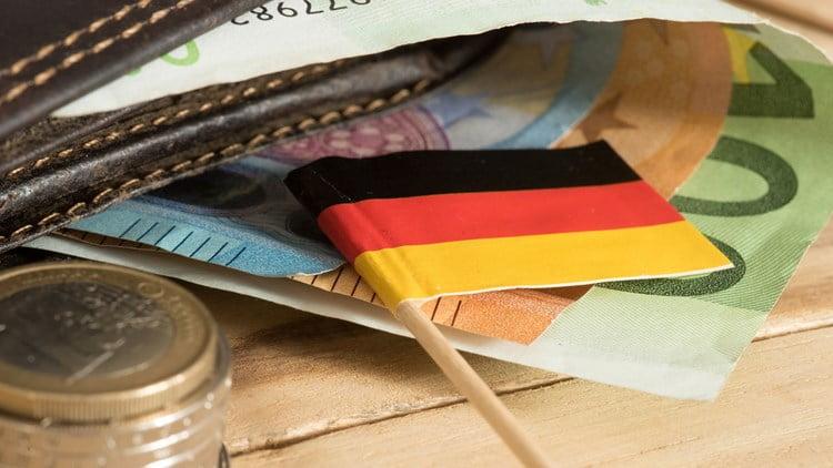 """Λύγισε και η Γερμανία – Λύνει το """"χειρόφρενο"""" του χρέους και επιτρέπει το δανεισμό"""