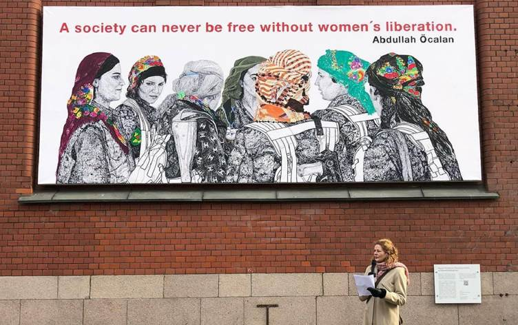Θρασύτατοι οι Τούρκοι, απαίτησαν από τους Νορβηγούς να κατέβει πίνακας Κούρδισσας ζωγράφου