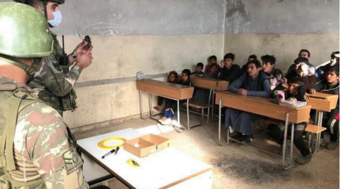 Εκπαίδευση από Τούρκους στρατιωτικούς σε σχολεία μικρών παιδιών στα κατεχόμενα εδάφη της Συρίας…