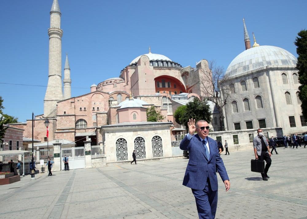"""Πρώτη πρόκληση Ερντογάν για το νέο έτος: «Η μετατροπή της Αγίας Σοφίας σε τζαμί το """"στέμμα"""" του 2020»"""