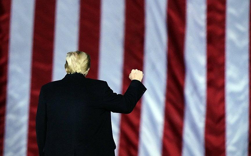 Αυξάνεται η στήριξη υπέρ της καθαίρεσης του Τραμπ