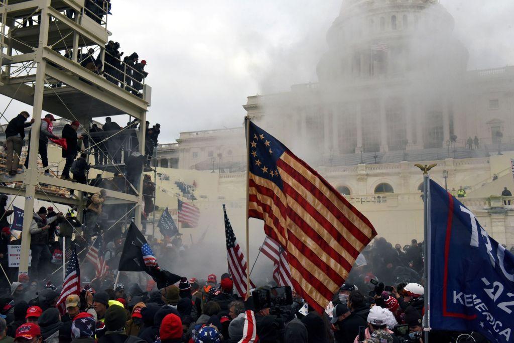Η πολιτική σκηνή εν κινήσει, οι θεατές μένουν σπίτι