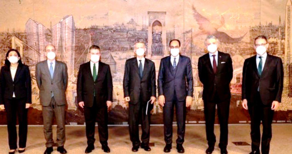Γιατί οι διερευνητικές υπονομεύουν τη θέση της Ελλάδας και στη Δύση