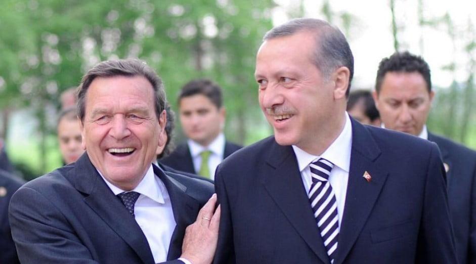 «Πάρτε το απόφαση, η Τουρκία είναι κυρίαρχη στη Μεσόγειο», γράφει ο πρώην καγκελάριος, Γκ. Σρέντερ