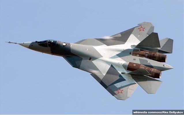 Το ρωσικό μαχητικό Su-57 «πετά μόνο του» και ο πιλότος «εστιάζει στη μάχη» (βίντεο)