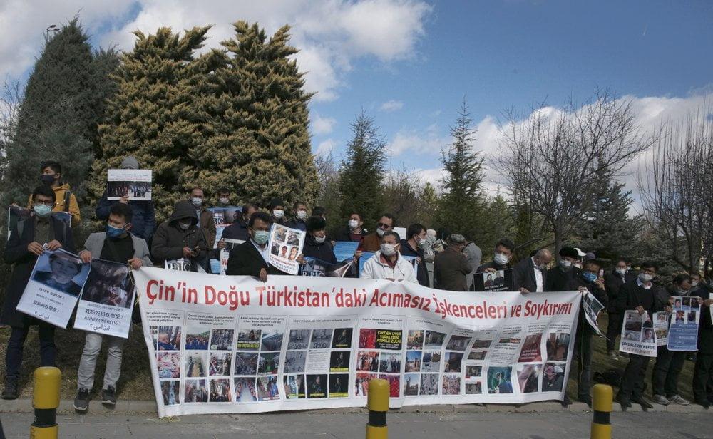 Οι Ουιγούροι διαδηλώνουν έξω από την κινεζική πρεσβεία στην Τουρκία