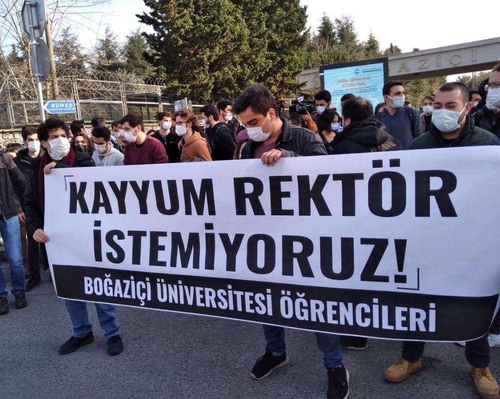 344 συγγραφείς και δημοσιογράφοι υπογράφουν κείμενο αλληλεγγύης με τις διαμαρτυρίες στο Boğaziçi