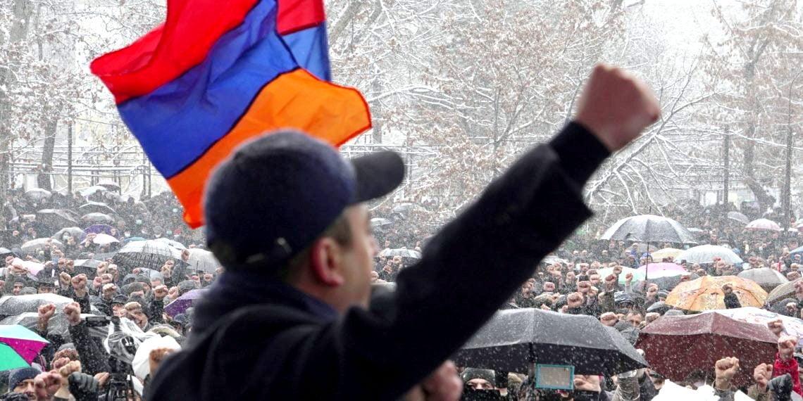 Αρμενία: Παραίτηση της κυβέρνησης αξιώνει ο Στρατός – Απόπειρα πραξικοπήματος καταγγέλλει ο Πρωθυπουργός