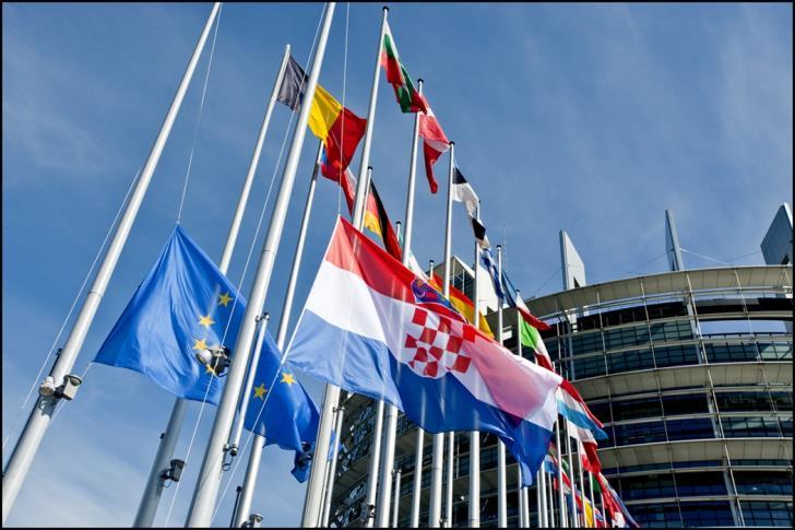 Δήλωση για ασφάλεια και άμυνα της ΕΕ υιοθέτησαν οι 27