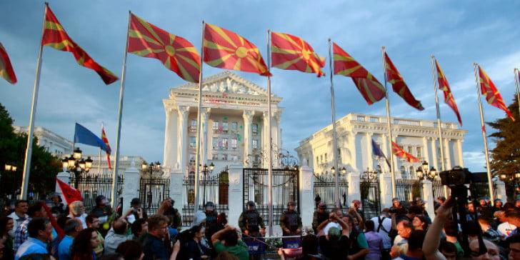 Μαλιά κουβάρια Αλβανοί και Σλάβοι στα Σκόπια για την απογραφή πληθυσμού – Στα «κάγκελα» το VMRO