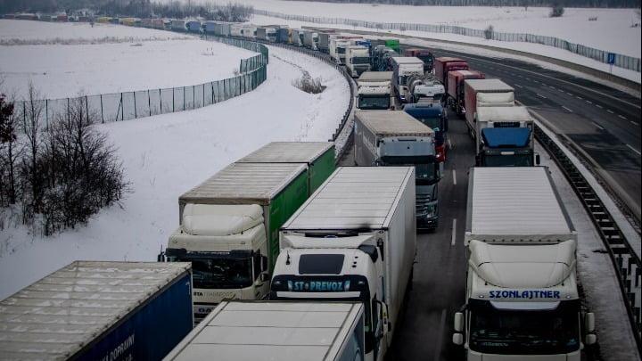 Γερμανία: Προβλήματα στα σύνορα με Αυστρία και Τσεχία μετά το «κλείσιμο» των συνόρων
