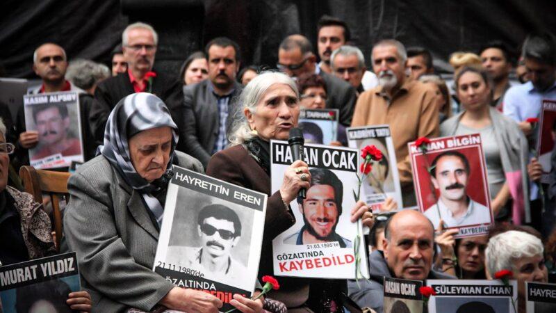 """Οι μανάδες των Κούρδων αγνοουμένων θα δικαστούν για """"παράνομη συγκέντρωση"""""""