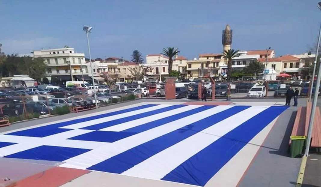 Εύγε! Ελληνική σημαία 300 τετραγωνικών στο Ρέθυμνο για τα 200 χρόνια από την Εθνεγερσία!