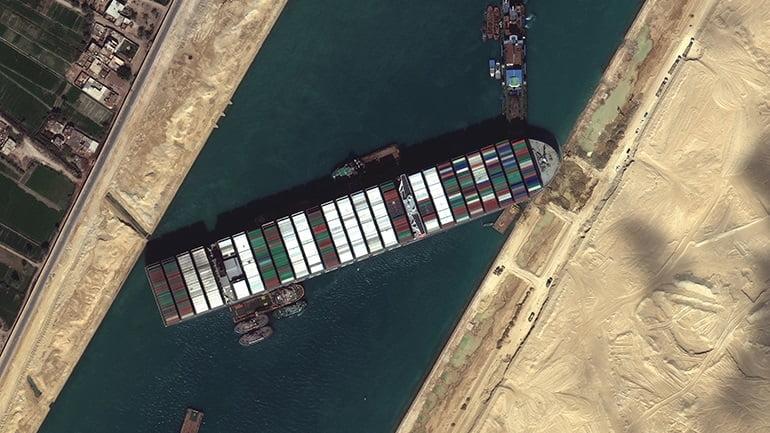 Ασφυξία στο Σουέζ! 321 πλοία παραμένουν εγκλωβισμένα