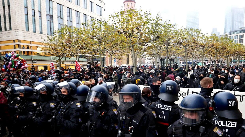Οι γερμανικές επιθέσεις στο RT είναι μια προσπάθεια να μετατοπιστεί η προσοχή του κοινού από το χάος των μηνών απόσβεσης της Μέρκελ