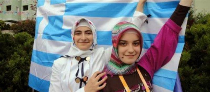 Εύγε! Οι Μουσουλμάνοι της Θράκης υψώνουν υπερήφανα την Ελληνική Σημαία