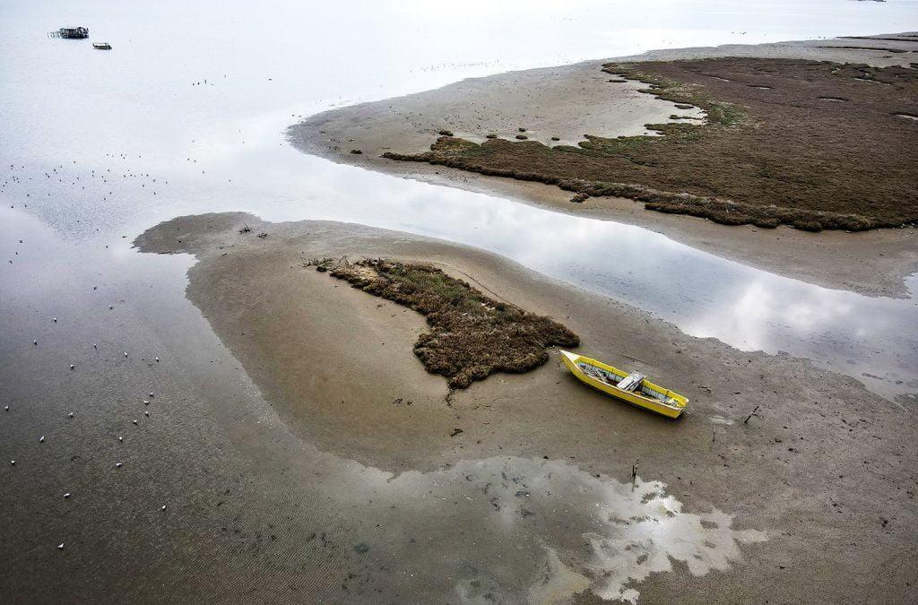 Χαμηλή στάθμη της θάλασσας : Πού οφείλεται το φαινόμενο των τελευταίων ημερών