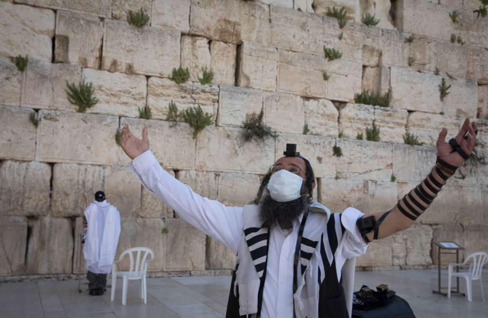 FT : To Iσραήλ έκανε τα εμβόλια και τώρα κάνει… πάρτι