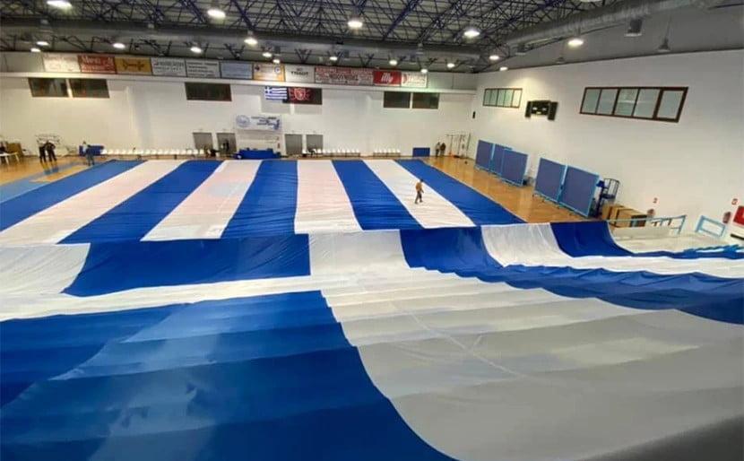 Ελληνική σημαία για ρεκόρ Γκίνες στη Σαντορίνη!