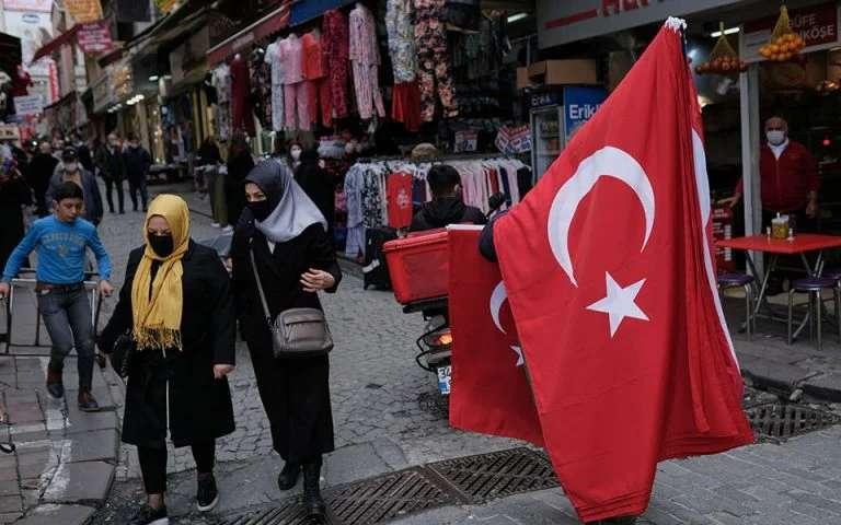 Πενία τέχνας κατεργάζεται! Εκεί στρέφει τους Τούρκους η πτώση της λίρας – Υψηλό ρεκόρ αποκαλύπτει η Google