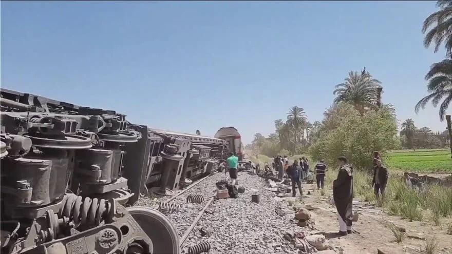 Τραγωδία στην Αίγυπτο: Πάνω από 30 νεκροί από σύγκρουση τρένων – Δεκάδες τραυματίες
