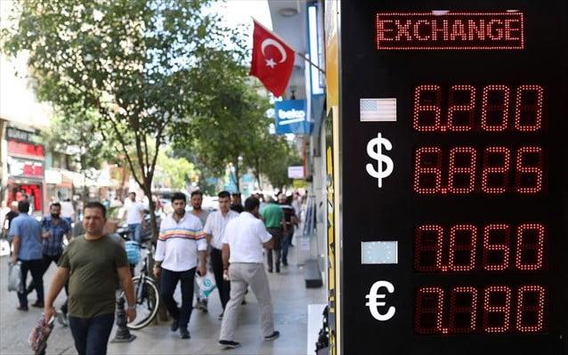 Τουρκικές «παρενέργειες»! Προβλήματα στον τουρισμό και τις εξαγωγικές επιχειρήσεις προκαλεί η κατάρρευση της ισοτιμίας της τουρκικής λίρας.