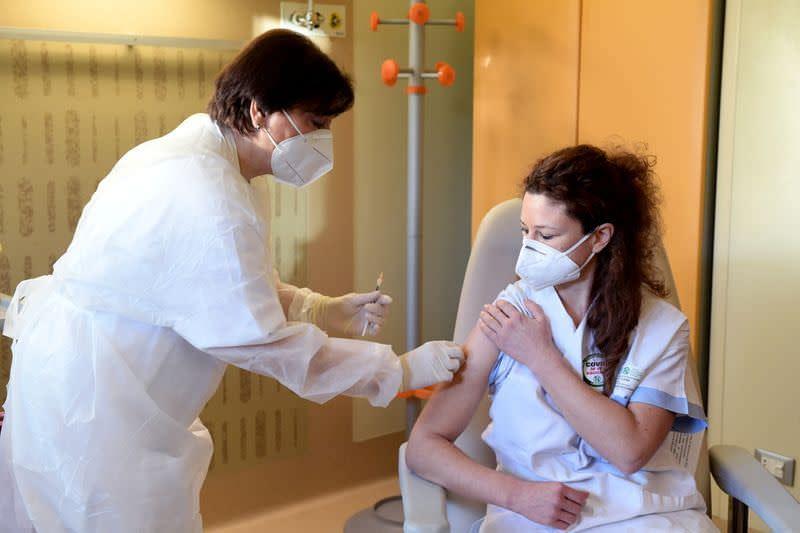 Ιταλία: Υποχρεωτικός ο εμβολιασμός γιατρών, νοσοκόμων, φαρμακοποιών – Οι αρνητές δεν θα πληρώνονται
