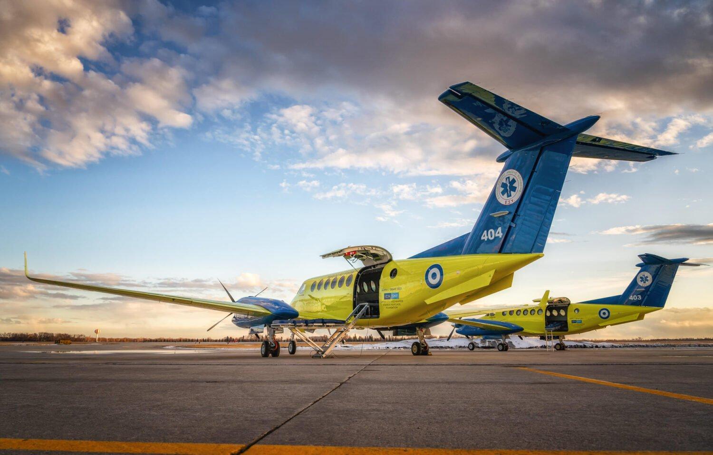 """Με το έμβλημα της Πολεμικής Αεροπορίας θα πετούν και τα δύο αεροσκάφη """"Beechcraft King Air"""" που απέκτησε το ΕΚΑΒ"""